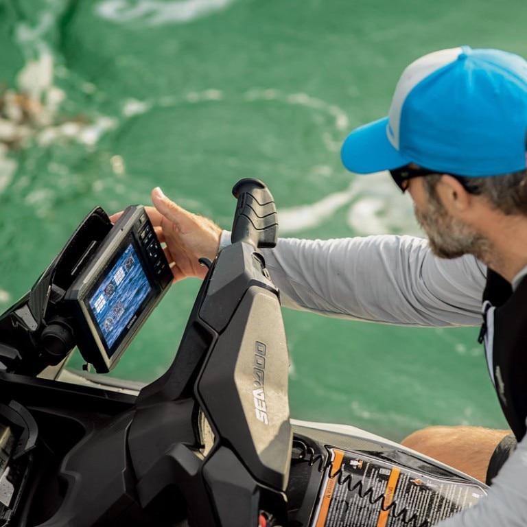 Garmin ECHOMAP™ Plus 62cv Fish Finder | Fishing | Sea-Doo US