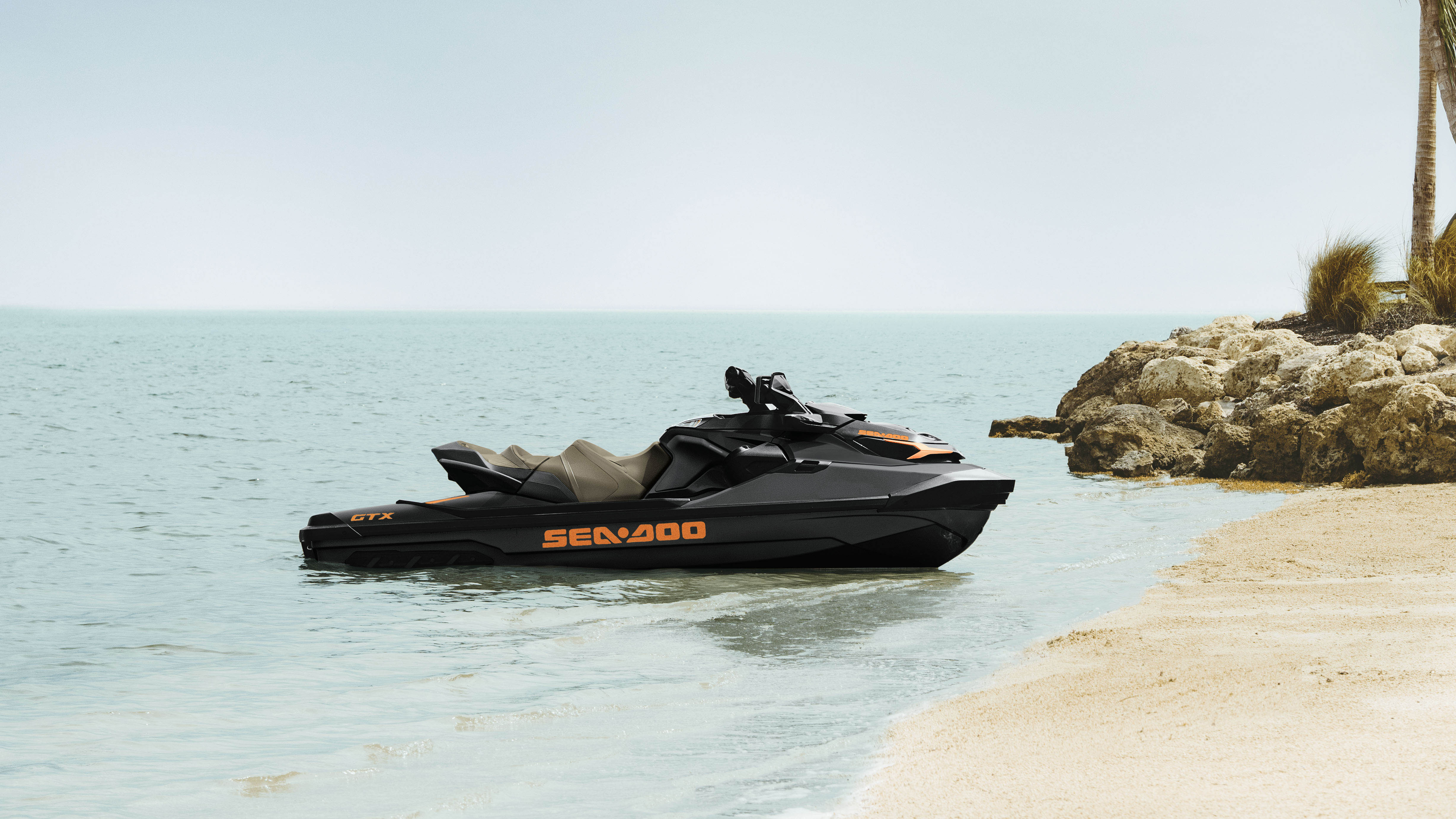 Sea-Doo GTX cerca de la playa